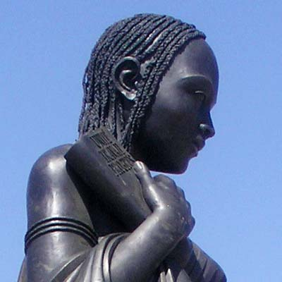 Messa in posa Statua Madame Africa
